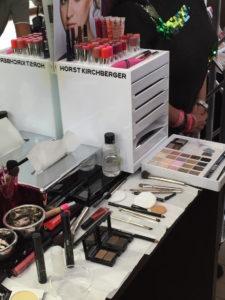 Makeup Tricks, mit denen internationale Top-Visagisten wie Horst Kirchberger die Zeichen der Zeit einfach wegschminken. Ihre besten Anti-Aging Makeup Tipps und Makeup Tricks auf www.marinajagemann.com